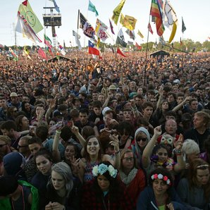 Glastonbury 2016 Pyramid Stage Crowd
