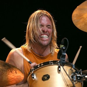 Foo Fighters Taylor Hawkins drumming