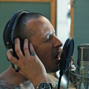Chester Bennington sings Heavy